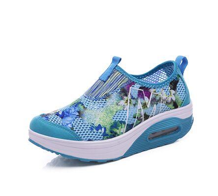 81fcd0317e4d4f Style d'été Femmes Casual Chaussures Battantes Compensées Respirant Air  Mesh Sport Mode Chaussures Plate Forme de Marche Tenis Feminino Glisser Sur  Le Rouge ...