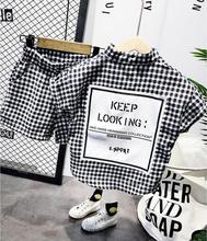 夏ファッション男の赤ちゃん服セット半袖シャツチェック柄のスーツ子供服の綿の衣装子供のためのスーツ