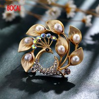 West cool concubine High grade fashionable joker natural freshwater pearl beautiful peacock brooches brooch pin female