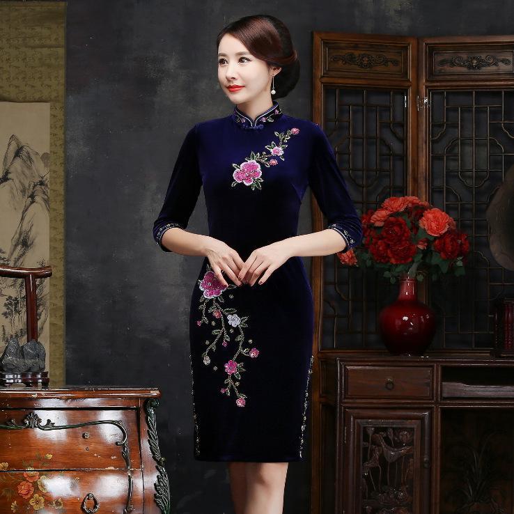 Осень зима для женщин вышивка Qipao пикантные высокие разделение Cheongsam Oversize 3XL 4XL Винтаж ручной работы и пуговицы платье Vestiidos - Цвет: Dark Blue Short