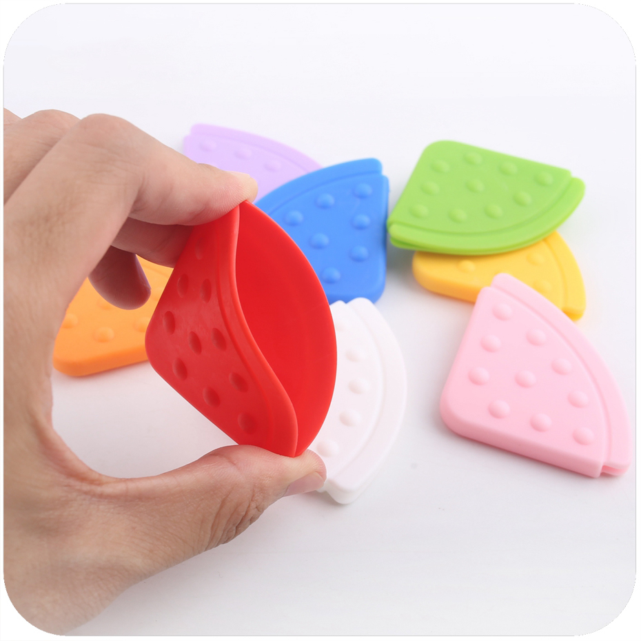 3PC Siliocne Teether Bibs Accessories Baby Corner Teether BPA Free Pendant Teether Bibs Baby Triangle Bib Teether Solid Color