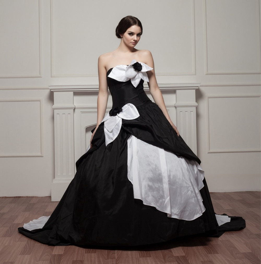 White Wedding Dress Queen Victoria: Ball Gown 2017 Gothic Wedding Dresses Black And White