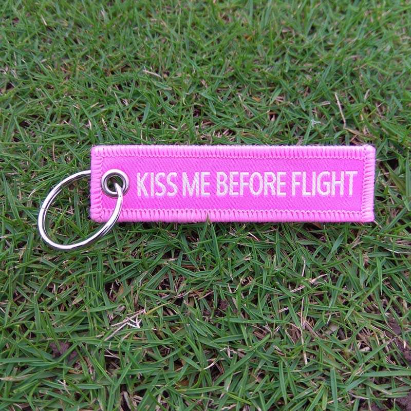 20pcs/lot Pink Kiss Me Befor Flight Keychain 7.7*2cm Luggage Tag Chain for Aviation Gifts Car Key rings Women Key Chain Label