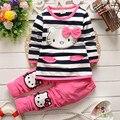 2015 Muchachas del resorte de la ropa de invierno de Rayas T-shirt + pants de dibujos animados hello kitty cat arco de rayas de manga larga traje de bebé ropa de la muchacha