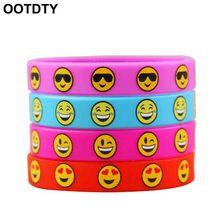 dac3c57dc8ff Emoji emoticonos pulseras de silicona pulseras los niños fiesta de  cumpleaños favores suministros niños juguete regalo