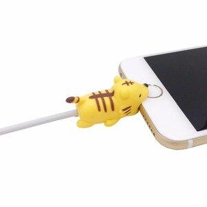 Image 4 - Nuevo enrollador de Cable lindo Animal Bite Cable Protector para iPhone Cable Chompers enrollador organizador Panda Bites muñeca soporte modelo