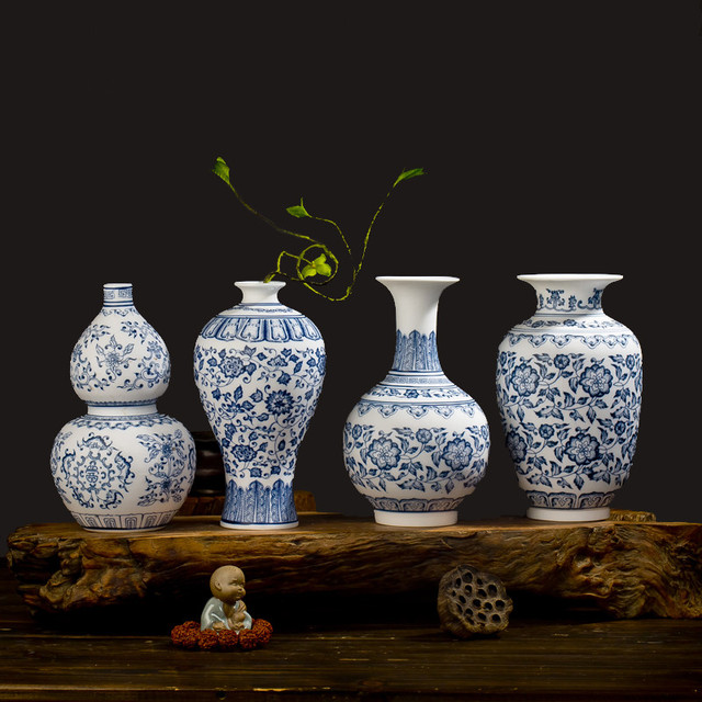 Blue and White Porcelain Vases Interlocking Lotus Design Flower Ceramic Vase Handmade Home Decoration Jingdezhen Flower Vases 4