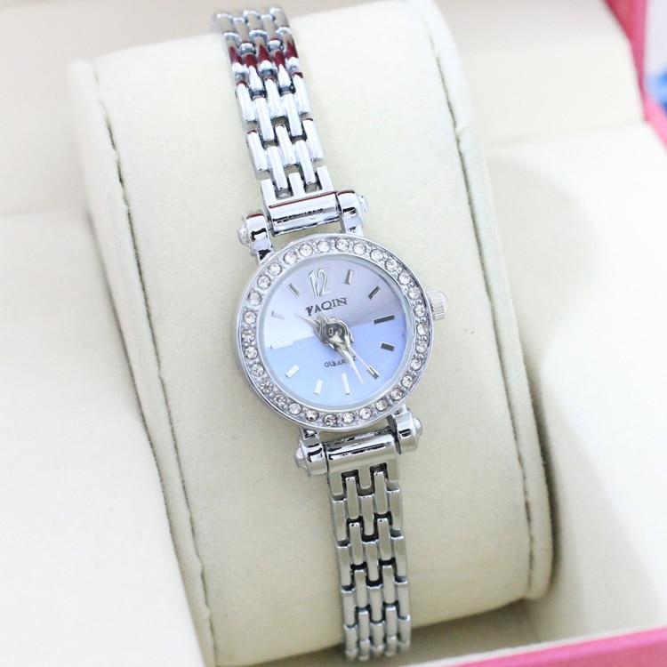 baf8995b6c23 Бренд YAQIN мода женские часы красочные стильный дизайн милые женщины  браслет ...