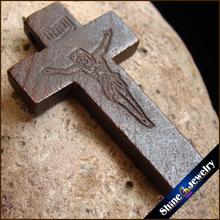 100 PCS New Brown Wooden Crosses Carved Jesus Crucifix Cross Charm Pendant Statue Sculpture Jewelry Findings for Necklace Making
