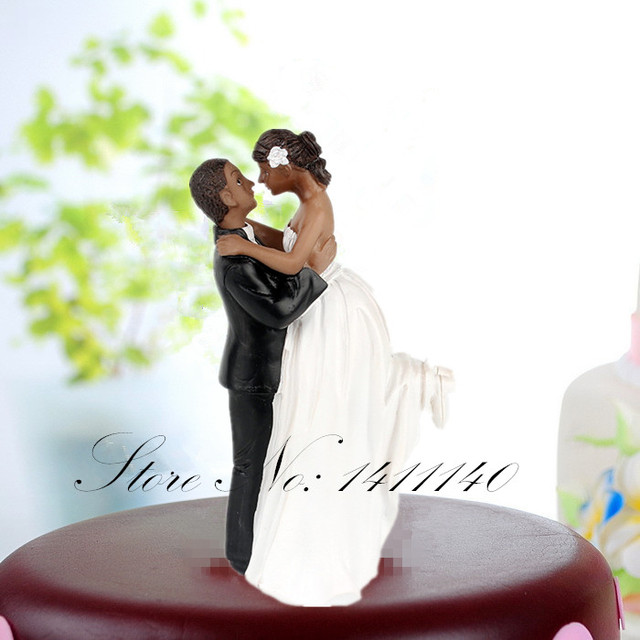 New Groom Holding Bride Cake Topper Figurine Black Skin Couple Wedding Figurines Decoration