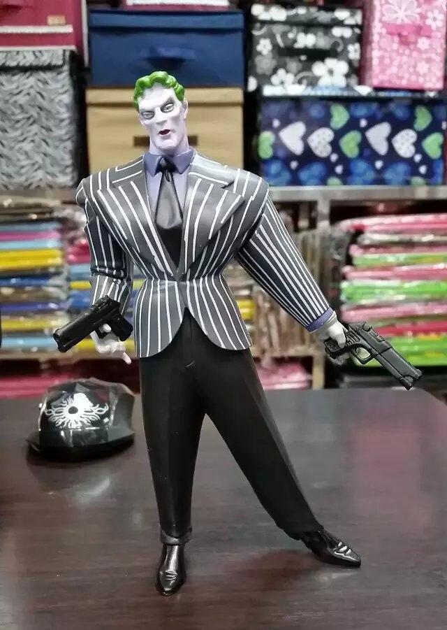 DC Superheros Batman Fat Joker PVC Action Figures Collectible Model Toy  7 18cm KT227 neca dc comics batman superman the joker pvc action figure collectible toy 7 18cm
