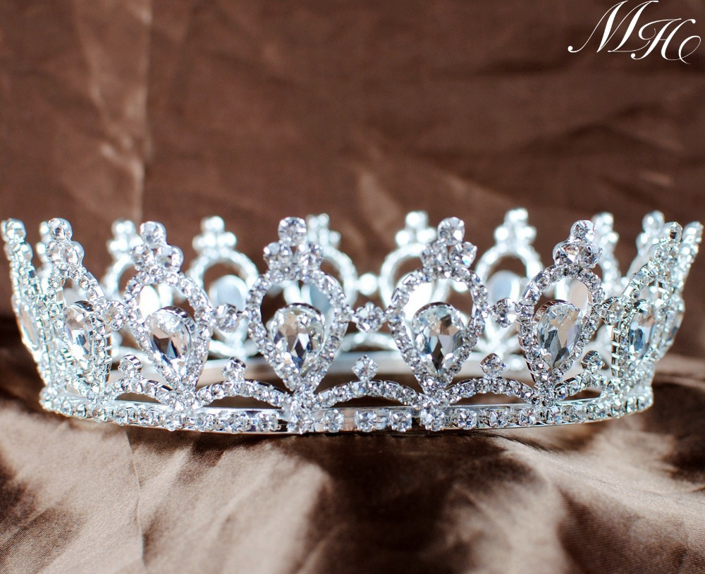 Hair with diadem is the best solution for any bride