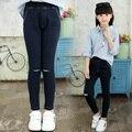 2017 весной и осенью мода классический детские джинсы девушки 4-13 сплошной цвет самосовершенствование отверстие гибкий детей