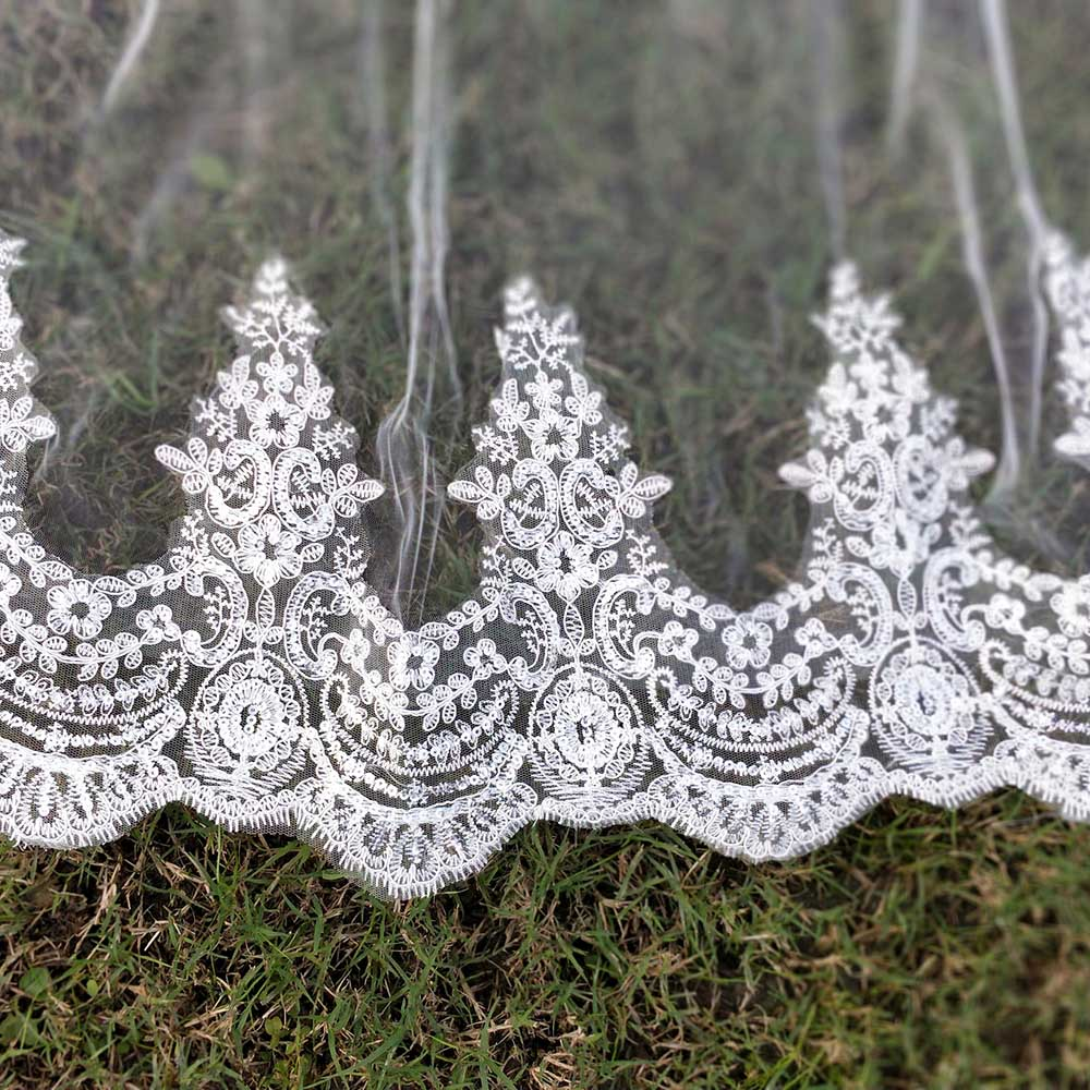 Real Photos 2 Layers Sequins Lace 3 Meters Cathedral Woodland Wedding Veils with Comb 3M Long White Ivory 2 T Bridal Veils 4