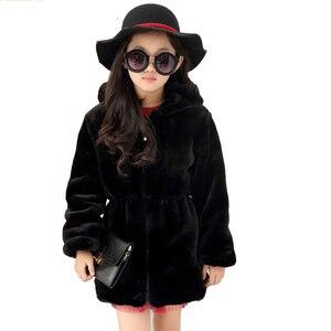Image 1 - Meninas casaco de pele do falso inverno manga longa com capuz casaco quente imitação de pele de coelho casaco longo para crianças 8 13 ano outwear macio cl1043