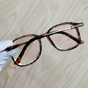 Image 5 - 여성을위한 라인 석 고양이 눈 선글라스 브랜드 디자이너 그늘 태양 안경 남자 빈티지 금속 지우기 안경 uv400 선 글래스