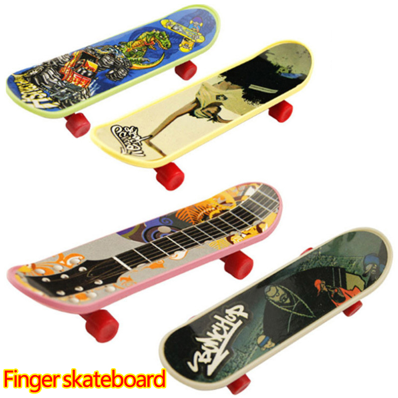 Children funny plastic Finger skill skateboard toys Mini Novelty Finger Sports Fingerboard Toys for boys Classical Game toys