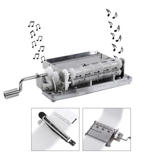 Image 2 - 30 Note Mechanical ดนตรีกล่องเทป Hand Crank Music BOX การเคลื่อนไหว + Puncher 3 แถบ DIY เพลงที่สมบูรณ์แบบชุดของขวัญร้อน
