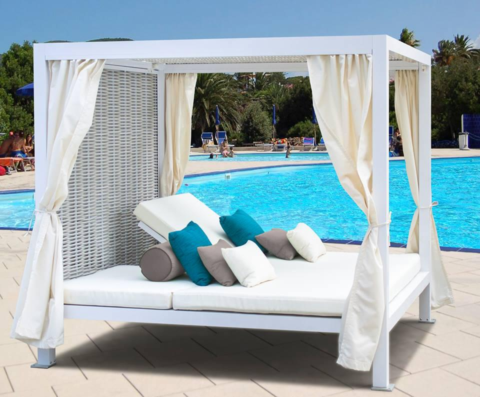 2017 new and comfort daytona resin rattan outdoor for Pool canopy bed