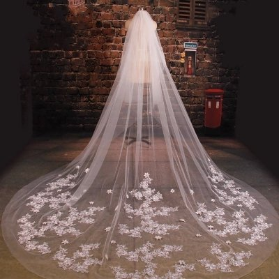 Luxury White Lace Wedding Bridal Veils with Handmade Flower Petal Appliques 3.5 Meters Super Long Chapel Train Wedding Veils