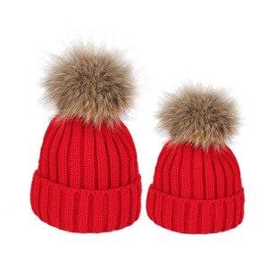 Image 5 - Famille correspondant vêtements hiver correspondant tenues mère fille tricoté maman et moi chapeau avec boule de fourrure sur le dessus