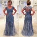 V Neck Cap Manga Curta Azul Pálido Lace Trumpet Mãe de o Vestido de Noiva com Illusion Voltar vestido de Festa para o Casamento Dos Visitantes