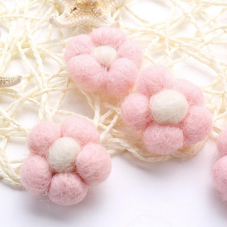 Եկեք պատրաստենք բրդի գնդիկավոր ծաղիկներով 10 հատ հատ Felt Ball Hand DIY Ականջօղեր օղակաձև բրոշյուր Մանկական մազերի շրջանակի մանկական ցնցուղի նվեր