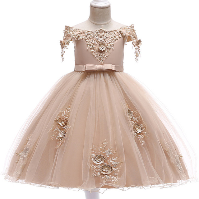 5e995a24bdc5 Ultime Americano Europeo delle ragazze dei bambini del vestito Shoulderless ricamo  da cerimonia nuziale in rilievo