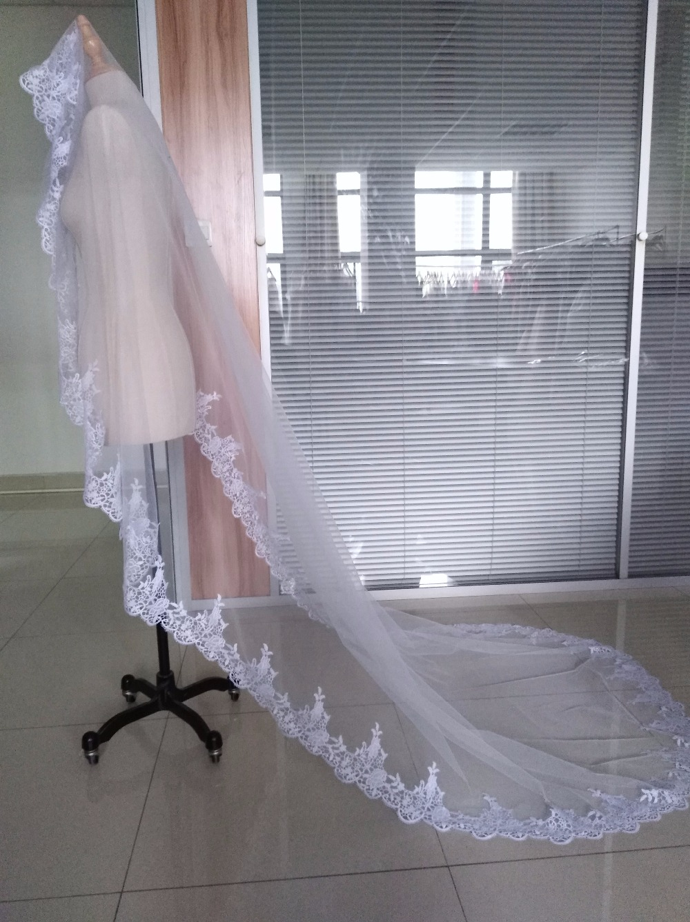 Hot Sale 2018 Wedding Veil Lace Cathedral wedding accessories White Ivory 3 M Cheap Long Voile Marriage Bridal Veil Without Comb 2
