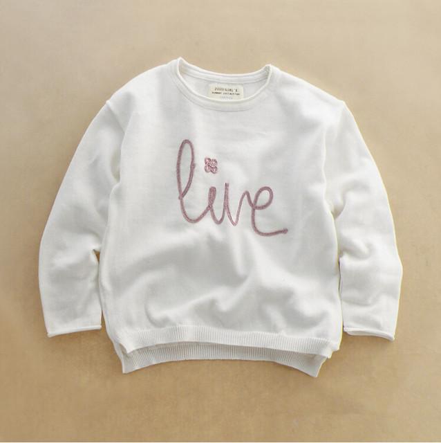 Y039 Retail 2015 Nueva Niña Suéter Bordado Amor Chica Jersey de Punto de La Manga Completa Del O-cuello Sólido Blanco Niños Ropa Lote
