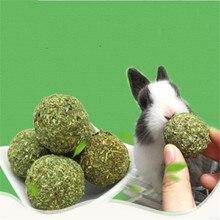 2019 Hot Sale 2pcs Pet Teeth Grinding Ball Natural Grass Toys For Guniea Pig Rabbit Chinchilla
