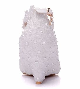 Image 2 - Crystal Queen zapatos de boda de flores blancas, zapatos de tacón alto con perlas de encaje, zapatos y vestido de novia adorables, cuñas con abalorios, 8cm, para mujer