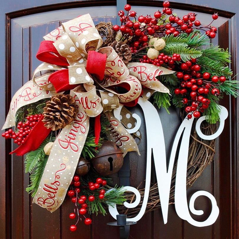 Christmas Berry Wreath Wall Hanging