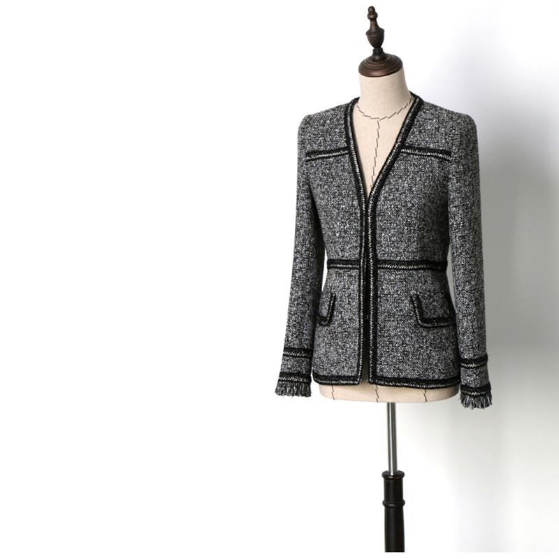 Handmade 2018 Runway Designer Luxury Fashion Blazer for Women V Collar Hidden Breasted Tassel Grey Short Blazer Coat