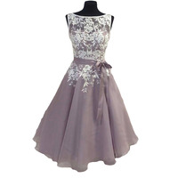 Knee Length Tulle Dusty Purple Bridesmaid Dress with White Lace V Back Short Women Formal Dress for Weddings Custom Made Cheap