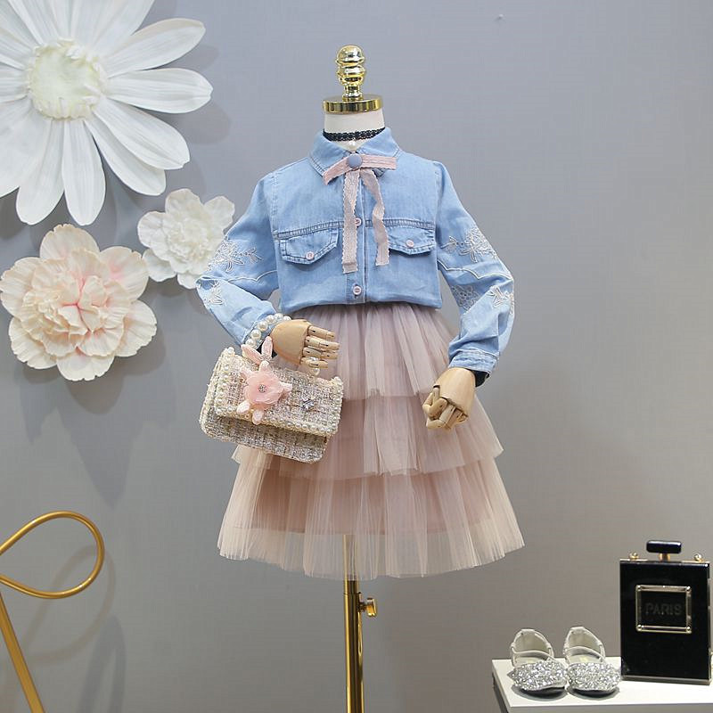 Childrens wear 2019 spring new girls set wild embroidery denim shirt layer cake skirt two-piece setsChildrens wear 2019 spring new girls set wild embroidery denim shirt layer cake skirt two-piece sets