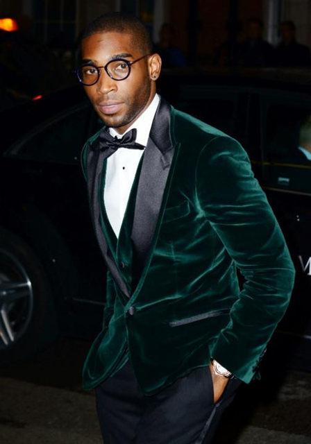 Tailored Dark Blue Velvet Wedding Suits For Men Peak Lapel Groom Wear Tuxedos Jacket Pants Bowtie Pocketsqua