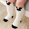 Niño rodilla calcetines altos for recién nacidos de los bebés de los niños antideslizantes calcetín largo con suelas de goma Animal de la historieta de Mickey del gato del gatito