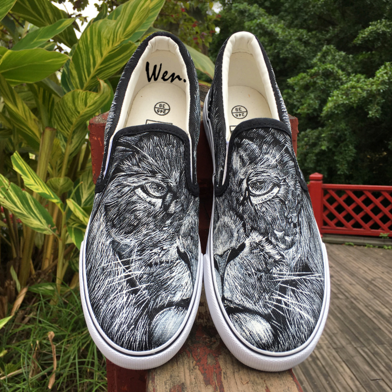 Wen Hand Painted Design Canvas Shoes Lion Head Details Portray Slip On Black Sneakers Custom Unique Gift for Women And Men Flats wen mexican style skulls totem original design hand painted shoes for men woman slip ons custom canvas sneakers
