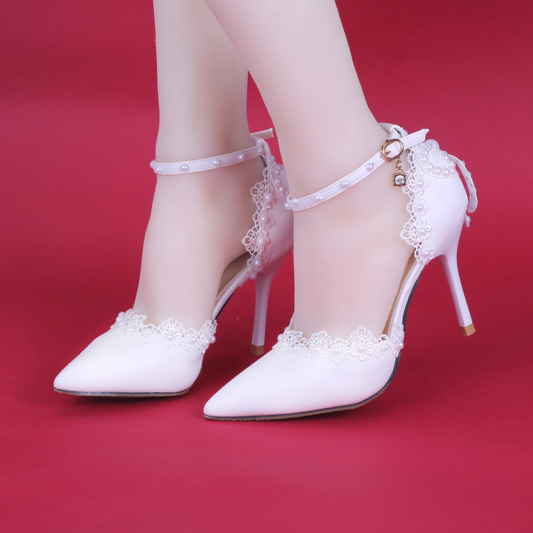 ФОТО 2017 fashion Lovely summer white side empty lace pearl with a fine pointed shoes bride wedding dress shoes women pumps sandals