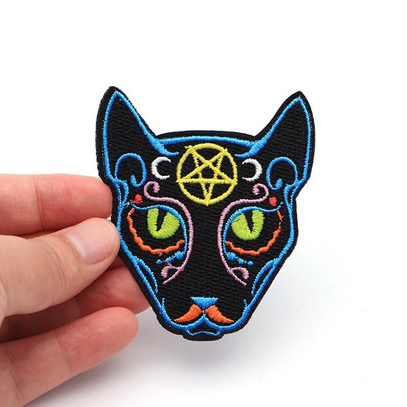 Ev ve Bahçe'ten Yamalar'de 100 adet/grup Büyülü Pentagram Ay Gotik Kediler Yamalar Giyim Demir Işlemeli Yama için Aplike Demir on Yamalar SC3930'da  Grup 1
