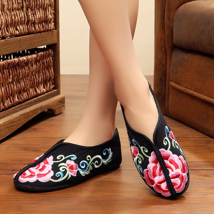 New autumn winter embroidery shoes old Beijing female cotton floral canvas soft flat heel casual comfortable warm single shoes old beijing shoes new women s cotton