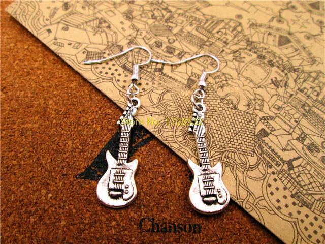 Pendientes colgantes con pendiente de guitarra de 31*11mm de plata antigua en oferta de moda
