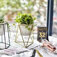 קטן ולבן קרמיקה שולחן עבודה מודרניים צמח עציץ המטע עם גיאומטרי מחזיק Rack ברזל צהוב עבור צמחים בשרניים עשבי תיבול קקטוס