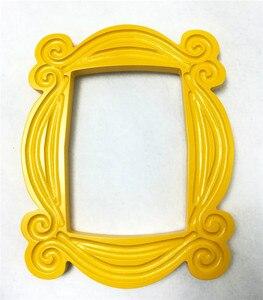 Image 2 - Marco de madera hecho a mano de serie de TV Friends, marcos de puerta de Mon amarillo, imagen de mirilla para el hogar, foto de decoración, regalo de colección de Cosplay
