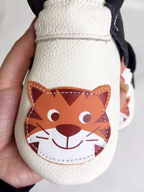 2016 New handmade animal panda cat genuine leather moccasins fringe baby soft sole kids First Walkers infant non slip shoes