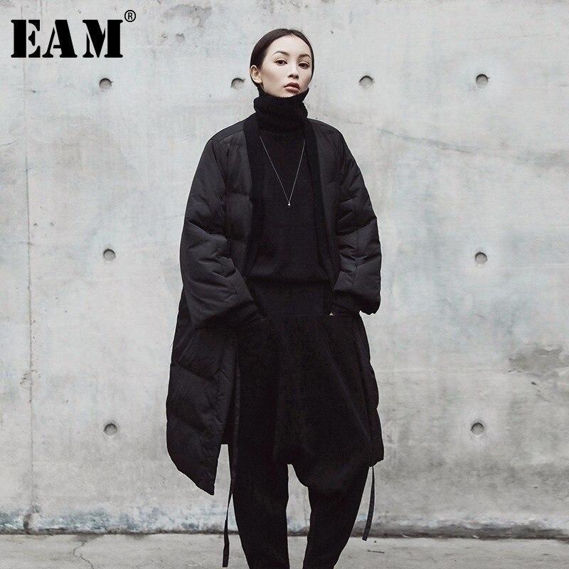 [EAM] 2018 Новый осень-зима V-воротник сплошной Цвет Черная; большого размера хлопок-мягкий бинт пальто Для женщин модная куртка прилив JE01801S