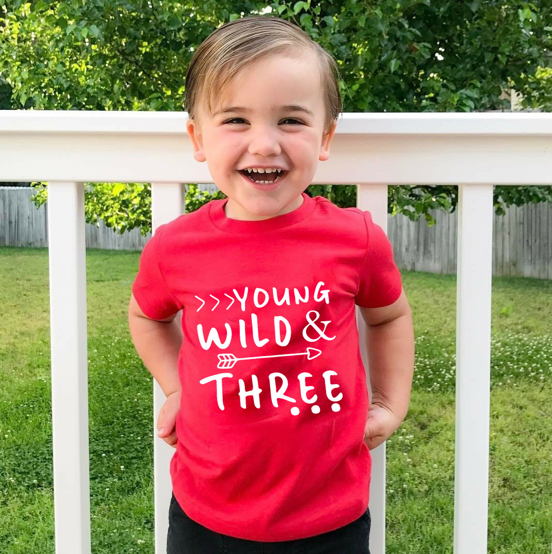 Camisa curta estilosa para crianças, camisa jovem selvagem e três crianças