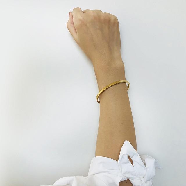 женский браслет на запястье вечерние браслеты цвета розового фотография