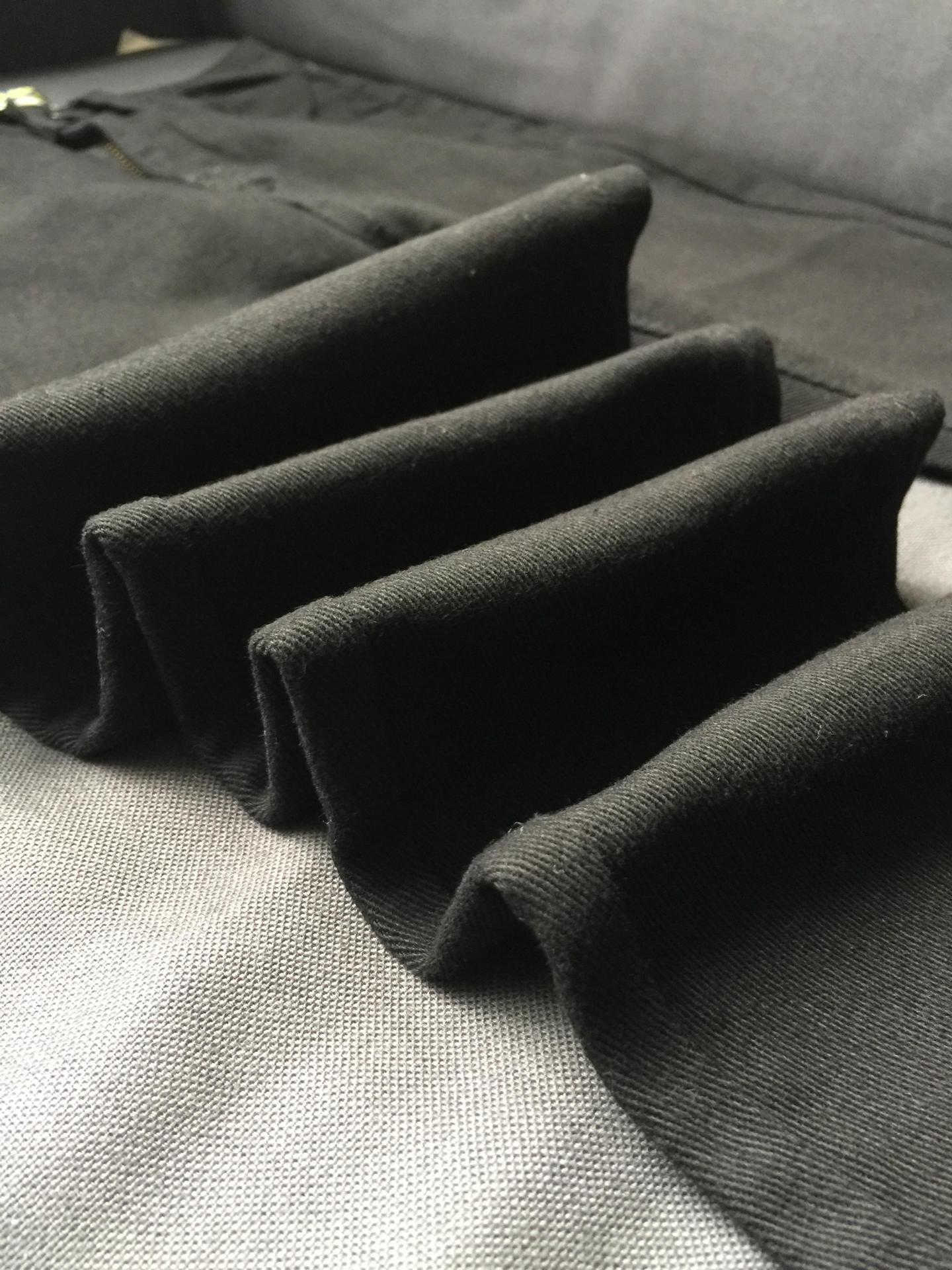 Mustad teksad kõrge vöökohaga
